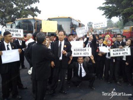 95demo_karyawan-transjakarta.jpg
